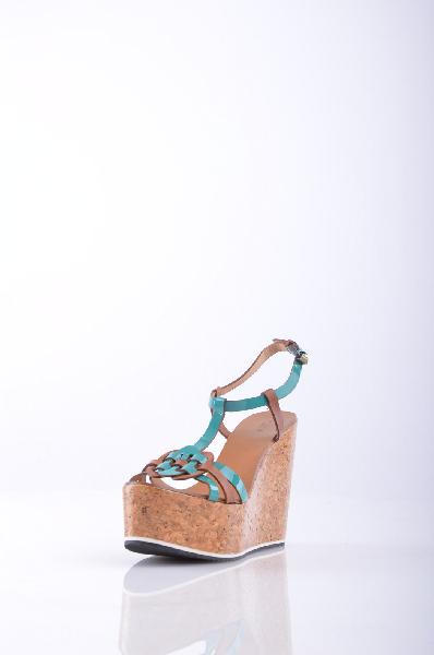 HOSS INTROPIA СандалииЖенская обувь<br>Состав: Кожа, Пробка.<br>эффект лакировки, двухцветный узор, пряжка, скругленный носок, без аппликаций, резиновая подошва с тиснением, пробковая танкетка.<br>Высота каблука: 13 см.<br>Высота платформы: 5 см<br>Страна: Испания<br><br>Высота каблука: 13 см<br>Высота платформы: 5 см<br>Материал: Натуральная кожа<br>Сезон: ЛЕТО<br>Коллекция: Весна-лето<br>Пол: Женский<br>Возраст: Взрослый<br>Цвет: Разноцветный<br>Размер RU: 38
