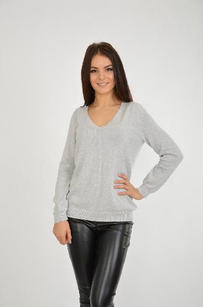 Пуловер SELAЖенская одежда<br>Классическая модель женского пуловера с треугольным вырезом. Модель выполнена в сером цвета, который является нейтральным и сочетается с другими оттенками. Изделие хорошо подойдет для делового гардероба.<br><br>Цвет: серый меланж<br> <br> Состав: хлопок 92%, каше...<br><br>Материал: Хлопок<br>Сезон: ВЕСНА/ОСЕНЬ<br>Коллекция: (Справочник &quot;Номенклатура&quot; (Общие)): Осень-зима<br>Пол: Женский<br>Возраст: Взрослый<br>Цвет: Серый<br>Размер INT: L