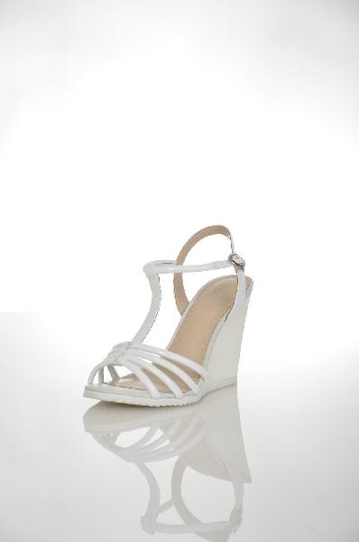 Босоножки AlbaЖенская обувь<br>Цвет: белый<br> Материал верха: натуральная кожа лаковая<br> Материал подкладки: натуральная кожа<br> Материал стельки: натуральная кожа<br> Материал подошвы: полимер, рифленая<br> Параметры изделия: для размера 38/38: толщина подошвы 1 см, ширина носка стельки 8 см, длина стельки 24,5 см<br> Высота каблука: 10 см<br> Цвет и обтяжка каблукабелый, не обтянут<br> Местоположение логотипа: стелька<br> Страна: Италия<br><br>Высота каблука: 10 см<br>Высота платформы: 1 см<br>Материал: Натуральная кожа<br>Сезон: ЛЕТО<br>Коллекция: Весна-лето<br>Пол: Женский<br>Возраст: Взрослый<br>Цвет: Белый<br>Размер RU: 38