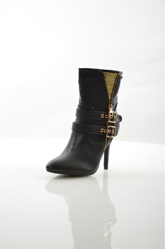 Ботильоны XTIЖенская обувь<br>Цвет: черный<br> Состав: искусственная кожа 100%<br> <br> Вид застежки: Молния<br> Материал подошвы: Полиуретан<br> Габариты предмета: высота каблука: 10.5 см<br> Материал подкладки: текстиль<br> Сезон: демисезон<br> <br> Страна: Испания<br><br>Высота каблука: 10.5 см<br>Материал: Искусственная кожа<br>Сезон: ВЕСНА/ОСЕНЬ<br>Коллекция: Осень-зима<br>Пол: Женский<br>Возраст: Взрослый<br>Цвет: Черный<br>Размер RU: 38