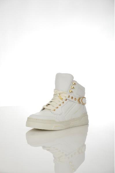 Кеды ASHЖенская обувь<br>Ультрамодные высокие кеды от известного премиум-бренда Ash изготовлены из высококачественной натуральной кожи. Особенности: текстильная подкладка, шнуровка на подъеме, декоративный ремешок на щиколотке украшен сверкающими люверсами, золотистая фурнитура, утолщенная плоская подошва.<br> <br> Тип каблука: Плоская подошва, Платформа<br> <br> Цвет: белый<br> Сезон: Демисезон, Лето<br> Коллекция: Осень-зима<br> Детали обуви: клепки, пряжки<br> Материал верха: натуральная кожа<br> Внутренний материал: текстиль<br> Материал стельки: текстиль<br> Материал подошвы: резина<br> Высота голенища / задника: 8 см<br> Страна: Италия<br><br>Высота голенища / задника: 8 см<br>Материал: Натуральная кожа<br>Сезон: ВЕСНА/ОСЕНЬ<br>Коллекция: Осень-зима<br>Пол: Женский<br>Возраст: Взрослый<br>Цвет: Белый<br>Размер RU: 38