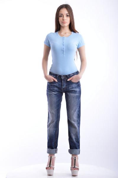 Джинсы RICHWEARЖенская одежда<br>Состав: 98% Хлопок, 2% Эластан<br> Детали: деним, одноцветное изделие, классическая посадка на талии, тёмный деним, застежка спереди, 4 пуговицы, множество карманов, мелкие заклепки, логотип, прямой крой брючин<br> Размеры: Примерная ширина низа брючины: 17 см<br>Страна: США<br><br>Материал: Хлопок<br>Сезон: МУЛЬТИ<br>Коллекция: Весна-лето<br>Пол: Женский<br>Возраст: Взрослый<br>Модель: ПРЯМЫЕ<br>Цвет: Синий<br>Размер INT: M