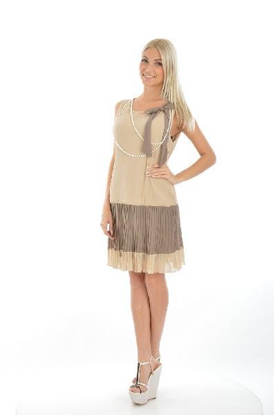 Платье RINASCIMENTOЖенская одежда<br>Женственное платье от итальянского бренда в бежевом цвете. Изделие имеет А-образный крой, низ изделия выполнен в виде эффектной плиссировке. На круглом вырезе расположен аккуратный бант и белые бусы.<br> <br> Материал: 64% Полиэстер, 34% Вискоза, 2% Спандекс <br> <br> Страна: Италия<br><br>Материал: Полиэстер<br>Сезон: МУЛЬТИ<br>Коллекция: Весна-лето<br>Пол: Женский<br>Возраст: Взрослый<br>Цвет: Бежевый<br>Размер INT: XL