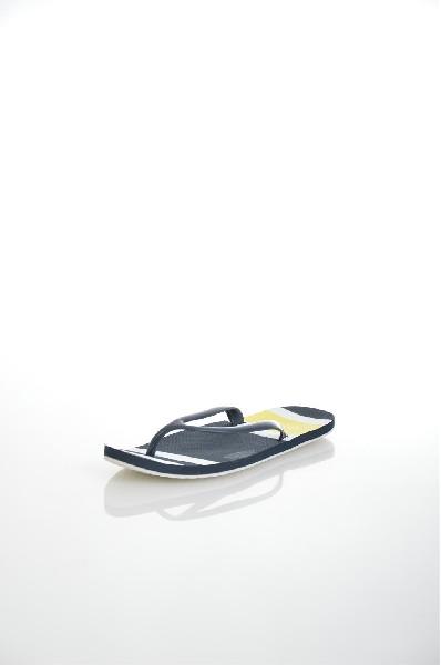 Шлепанцы ReservedЖенская обувь<br>Цвет: темно-синий<br> Сезон: лето<br> Материал верха: искусственный материал<br> Материал подкладки: искусственный материал<br> Материал стельки: искусственный материал<br> Материал подошвы: искусственный материал, рифленая<br> Параметры изделия: для размера 37/37: толщина подошвы 1 см, ширина носка стельки 8,2 см, длина стельки 24 см<br> Уход за изделием: влажная чистка<br> <br> Страна: Польша<br><br>Высота платформы: 1 см<br>Материал: Искусственный материал<br>Сезон: ЛЕТО<br>Коллекция: Весна-лето<br>Пол: Женский<br>Возраст: Взрослый<br>Цвет: Темно-синий<br>Размер RU: 38