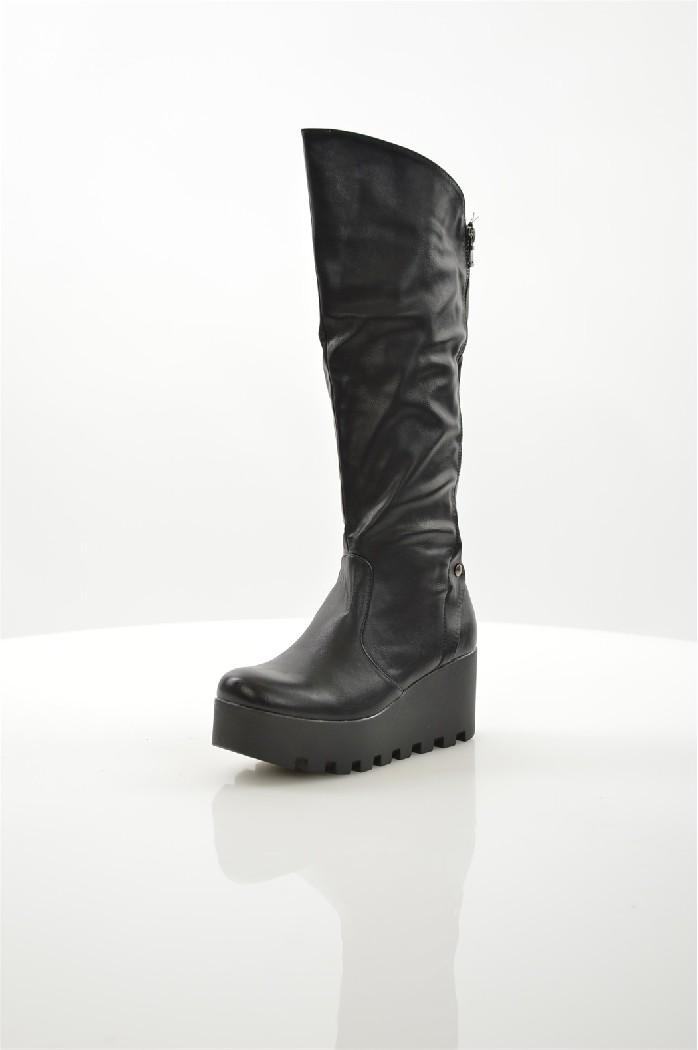 Сапоги FlyforЖенская обувь<br>Материал верха искусственная кожа<br> Внутренний материал текстиль<br> Материал стельки текстиль<br> Материал подошвы полимер<br> Высота голенища / задника 30.5 см<br> Обхват голенища 32.5 см<br> Высота каблука 7 см<br> Высота платформы 4 см<br> Тип каблука Танкетка, Платформа<br> Застежка на молнии<br> Цвет черный<br> Сезон Демисезон<br> Стиль Повседневный<br> Коллекция Осень-зима<br> Детали обуви декоративные молнии<br> Страна: Великобритания<br><br>Высота каблука: 7 см<br>Высота платформы: 4 см<br>Объем голени: 33 см<br>Высота голенища / задника: 30 см<br>Материал: Искусственная кожа<br>Сезон: ВЕСНА/ОСЕНЬ<br>Коллекция: Осень-зима<br>Пол: Женский<br>Возраст: Взрослый<br>Цвет: Черный<br>Размер RU: 37