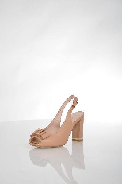 Босоножки INARIOЖенская обувь<br>Цвет: бежевый<br> <br> Состав: искусственная кожа<br> <br> Элегантные босоножки, подойдут к любому вашему образу. Устойчивый каблук модели обеспечивает максимальный комфорт. Прекрасный вариант на каждый день.<br> <br> Высота платформы Низкая, 0.2 см<br> Материал стельк...<br><br>Высота каблука: 8.5 см<br>Высота платформы: 0.2 см<br>Материал: Искусственная кожа<br>Сезон: ЛЕТО<br>Коллекция: (Справочник &quot;Номенклатура&quot; (Общие)): Весна-лето<br>Пол: Женский<br>Возраст: Взрослый<br>Цвет: Бежевый<br>Размер RU: 38