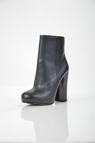 Полусапожки ASHЖенская обувь<br>Цвет: темно-синий, черный<br> <br> Состав: натуральная кожа<br> Высота каблука Высокий, 11.5 см<br> Вид застежки Молния<br> Высота платформы Высокая, 2 см<br> Материал верха Кожа<br> Форма мыска Закругленный мысок<br> Голенище Высота голенища, 11.5 см<br> Голенище Обхват голенища, 25.5 см<br> Форма каблука Толстый<br> Особенность материала верха Матовый<br> Материал подкладки натуральная кожа<br> Материал стельки натуральная кожа<br> Сезон демисезон<br> Пол Женский<br> Страна Италия<br><br>Высота каблука: 11.5 см<br>Высота платформы: 2 см<br>Объем голени: 25.5 см<br>Высота голенища / задника: 11.5 см<br>Материал: Натуральная кожа<br>Сезон: ВЕСНА/ОСЕНЬ<br>Коллекция: Осень-зима<br>Пол: Женский<br>Возраст: Взрослый<br>Цвет: Черный<br>Размер RU: 38