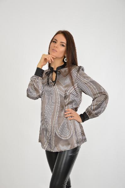 Блузка ISABELLA FELLINIЖенская одежда<br>Блузка. Оригинальный принт. Воротник-стойка, окантовка выреза, завязки и манжеты контрастного цвета. Закругленный низ. Длина ок. 70 см<br>  <br> Материал: материал верха: 100% полиэстер<br> Разрешена машинная стирка<br> Приятная для тела структура ткани<br> <br> Страна: Италия<br><br>Материал: Полиэстер<br>Сезон: ЛЕТО<br>Коллекция: Весна-лето<br>Пол: Женский<br>Возраст: Взрослый<br>Цвет: Разноцветный<br>Размер INT: M