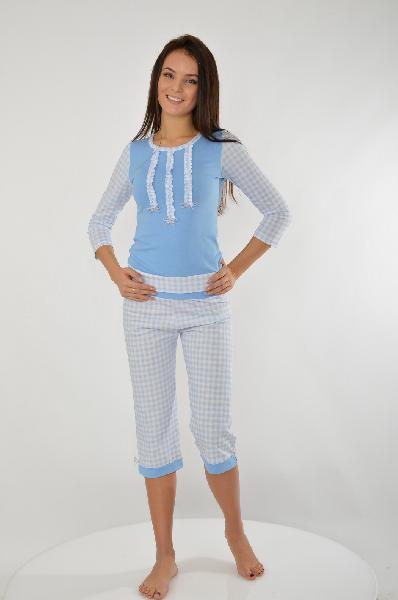 Пижама Milana StyleЖенская одежда<br>Пижама от Milana Style состоит из лонгслива и бриджей, выполненных из стрейчевого хлопкового трикотажа в бело-голубую клетку. Лонгслив прямого кроя с круглым вырезом и эластичным кантом по низу, декор рюшами и бантиками спереди. Бриджи прямого кроя с эластичным поясом и манжетами.<br> <br> Состав: Хлопок - 95%, Эластан - 5%<br> Цвет: голубой<br> Cезон: Мульти<br> Коллекция: Весна-лето<br> Детали одежды: бант, рюши/воланы, цветовые блоки<br><br> Страна: Россия<br><br>Материал: Хлопок<br>Сезон: МУЛЬТИ<br>Коллекция: Весна-лето<br>Пол: Женский<br>Возраст: Взрослый<br>Цвет: Разноцветный<br>Размер INT: S