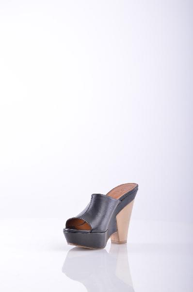 Сабо ETWOBЖенская обувь<br>без аппликаций, одноцветное изделие, скругленный носок, кожаная подошва, обтянутый каблук.<br> <br> Высота каблука 12.5 см <br> <br> Высота платформы: 3.5 см <br> <br>Страна: Великобритания<br><br>Высота каблука: 12.5 см<br>Высота платформы: 3.5 см<br>Материал: Натуральная кожа<br>Сезон: ЛЕТО<br>Коллекция: Весна-лето<br>Пол: Женский<br>Возраст: Взрослый<br>Цвет: Черный<br>Размер RU: 37