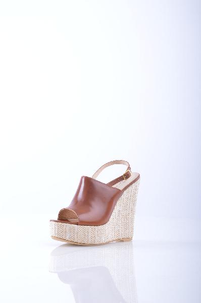 ILENIA P. СандалииЖенская обувь<br>Описание: без аппликаций, одноцветное изделие, пряжка, скругленный носок, резиновая подошва.<br>Высота каблука: 14 см.<br>Высота платформы: 4 см<br>Страна: Италия<br><br>Высота каблука: 14 см<br>Высота платформы: 4 см<br>Материал: Натуральная кожа<br>Сезон: ЛЕТО<br>Коллекция: Весна-лето<br>Пол: Женский<br>Возраст: Взрослый<br>Цвет: Коричневый<br>Размер RU: 38
