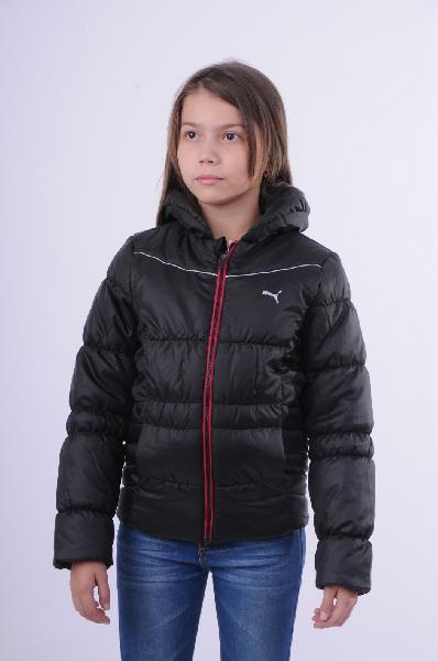 Куртка утепленная Padded Jacket black PumaОдежда для девочек<br>Стеганая куртка от известной спортивной марки Puma выполнена из непромокаемого материала черного цвета. Детали: приталенный крой, объемный отложной воротник; застежка на молнию; два потайных кармана с внешней стороны и один карман - с внутренней; флисовая подкладка сверху на спинке, логотип марки на груди.<br> <br> Состав 100% - Полиэстер<br> Материал подкладки 100% - Полиэстер<br> Утеплитель 100% - Полиэстер<br> Длина 51 см<br> Длина рукава 49 см<br> Цвет черный<br> Сезон Демисезон<br> Коллекция Осень-зима<br> Вид спорта Спорт стиль<br> Страна: Германия<br><br>Материал: Полиэстер<br>Сезон: ЗИМА<br>Коллекция: Осень-зима<br>Пол: Женский<br>Возраст: Детский<br>Цвет: Черный<br>Размер Height: 140