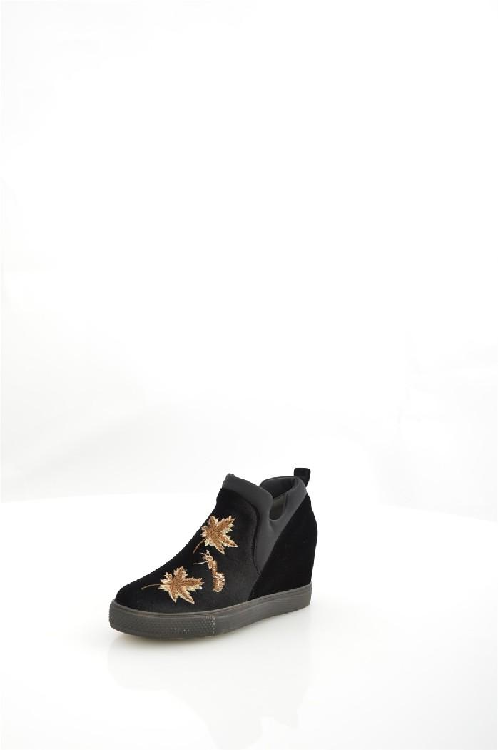 Ботильоны MellisaЖенская обувь<br>Ботильоны Mellisa выполнены из бархата, внутренняя отделка из текстиля и искусственной кожи.<br> <br> Материал верха: текстиль<br> Внутренний материал: текстиль<br> Материал подошвы: полимер<br> Материал стельки: искусственная кожа<br> Высота каблука: 7 см<br> Сезон: демисезон, лето<br> Цвет: черный<br> <br> Страна: Бразилия<br><br>Высота каблука: 7 см<br>Материал: Текстиль<br>Сезон: ВЕСНА/ОСЕНЬ<br>Коллекция: Весна-лето<br>Пол: Женский<br>Возраст: Взрослый<br>Цвет: Черный<br>Размер RU: 38