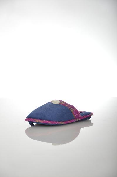 Тапочки De FonsecaОбувь для девочек<br>Цвет: синий<br> Материал верха: текстиль<br> Материал подошвы: резина<br> Местоположение логотипа: на стельке<br> Страна: Италия<br><br>Материал: Текстиль<br>Сезон: МУЛЬТИ<br>Коллекция: Весна-лето<br>Пол: Женский<br>Возраст: Детский<br>Цвет: Синий<br>Размер RU: 34