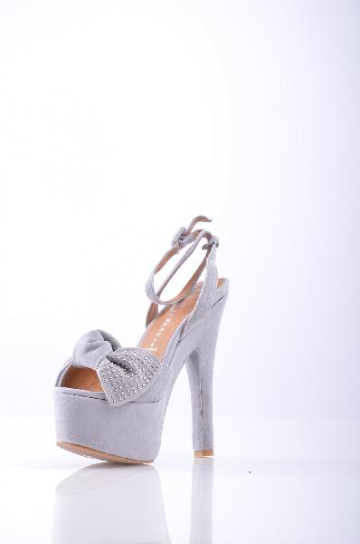 Сандалии JEFFREY CAMPBELLЖенская обувь<br>Материал: Замша, аппликации из металла, бант, одноцветное изделие, ремешок на щиколотке, скругленный носок, резиновая подошва, обтянутый каблук.<br> Высота каблука: 17 см.<br> Высота платформы: 5.5 см<br>Страна: США<br><br>Высота каблука: 17 см<br>Высота платформы: 5.5 см<br>Материал: Натуральная кожа<br>Сезон: ЛЕТО<br>Коллекция: Весна-лето<br>Пол: Женский<br>Возраст: Взрослый<br>Цвет: Светло-серый<br>Размер RU: 38
