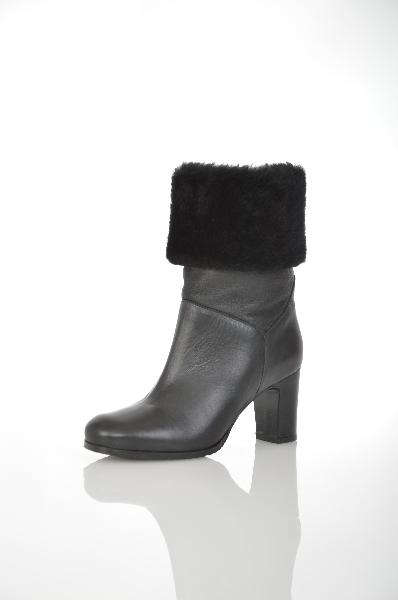 Сапоги 3/4 AlbaЖенская обувь<br>Цвет: черный<br> Материал верха: натуральная кожа, натуральный мех<br> Материал подкладки: натуральный мех<br> Материал стельки: натуральный мех<br> Материал подошвы: резина<br> Параметры изделия: для размера 37/37: толщина подошвы 0,5 см, ширина носка стельки 8 см, длина стельки 25 см, обхват голенища 36 см<br> Страна Италия<br><br>Высота платформы: 0.5 см<br>Материал: Натуральная кожа<br>Сезон: ЗИМА<br>Коллекция: Осень-зима<br>Пол: Женский<br>Возраст: Взрослый<br>Цвет: Черный<br>Размер RU: 37