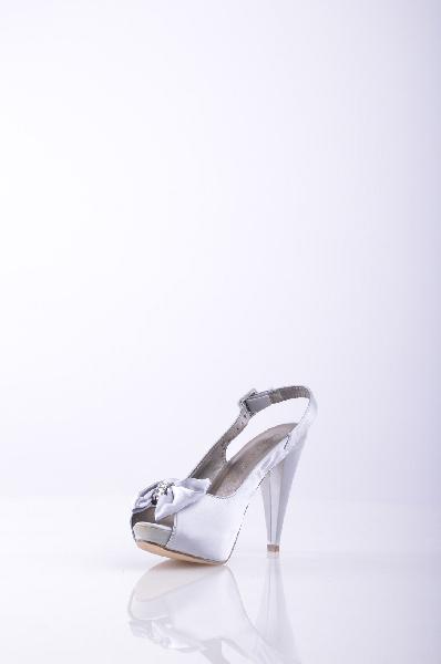 LAURA BIAGIOTTI СандалииЖенская обувь<br>Описание: атлас, стразы, бант, одноцветное изделие, пряжка, скругленный носок, резиновая подошва, обтянутый каблук.<br>Высота каблука: 11.5 см.<br>Высота платформы: 2.5 см<br>Страна: Италия<br><br>Высота каблука: 11.5 см<br>Высота платформы: 2.5 см<br>Материал: Текстильное волокно<br>Сезон: ЛЕТО<br>Коллекция: Весна-лето<br>Пол: Женский<br>Возраст: Взрослый<br>Цвет: Платиновый<br>Размер RU: 38