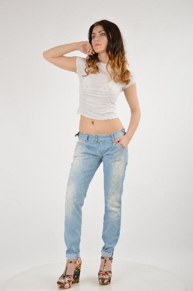 Джинсы METЖенская одежда<br>Состав: 98% Хлопок, 2% Эластан<br> Детали: эффект делаве, деним, одноцветное изделие, низкая талия, светлый деним, застежка спереди, молния и пуговицы, множество карманов, контрастные швы, логотип, глиттер, обтягивающая модель<br> Размеры: Примерная ширина низа брючины: 12 см<br> Страна: Италия<br><br>Материал: Хлопок<br>Сезон: ЛЕТО<br>Коллекция: Весна-лето<br>Пол: Женский<br>Возраст: Взрослый<br>Модель: БОЙФРЕНДЫ<br>Цвет: Голубой<br>Размер INT: L