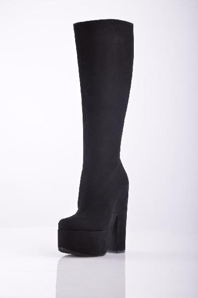 Сапоги Vicini TapeetЖенская обувь<br>Изящные и женственные сапоги Vicini Tapeet. Выполнены из качественной натуральной замши черного цвета, внутренняя отделка и стелька из гладкой натуральной кожи. Особенности: закругленный мыс, боковая молния, высокий устойчивый каблук компенсируется пл...<br><br>Высота каблука: 16 см<br>Высота платформы: 6 см<br>Объем голени: 36 см<br>Высота голенища / задника: 38 см<br>Материал: Натуральная кожа<br>Сезон: ВЕСНА/ОСЕНЬ<br>Коллекция: (Справочник &quot;Номенклатура&quot; (Общие)): Осень-зима<br>Пол: Женский<br>Возраст: Взрослый<br>Цвет: Черный<br>Размер RU: 38