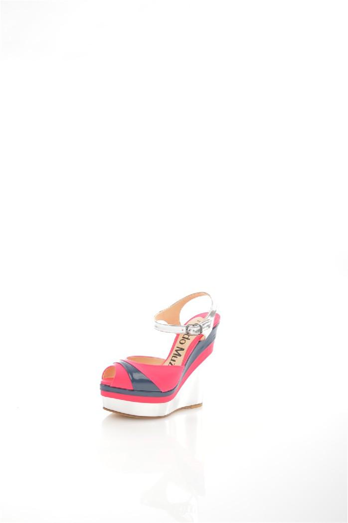 Босоножки Nando MuziЖенская обувь<br>Цвет: розовый, синий и белый<br> Материал верха: патентованная кожа<br> Материал подошвы: кожа и резина<br> Высота каблука: 14 см<br> Высота платформы: 4 см<br> <br> Страна дизайна: Италия<br> Страна производства: Италия<br><br>Высота каблука: 14 см<br>Высота платформы: 4 см<br>Материал: Натуральная кожа<br>Сезон: ЛЕТО<br>Коллекция: Весна-лето<br>Пол: Женский<br>Возраст: Взрослый<br>Цвет: Разноцветный<br>Размер RU: 38