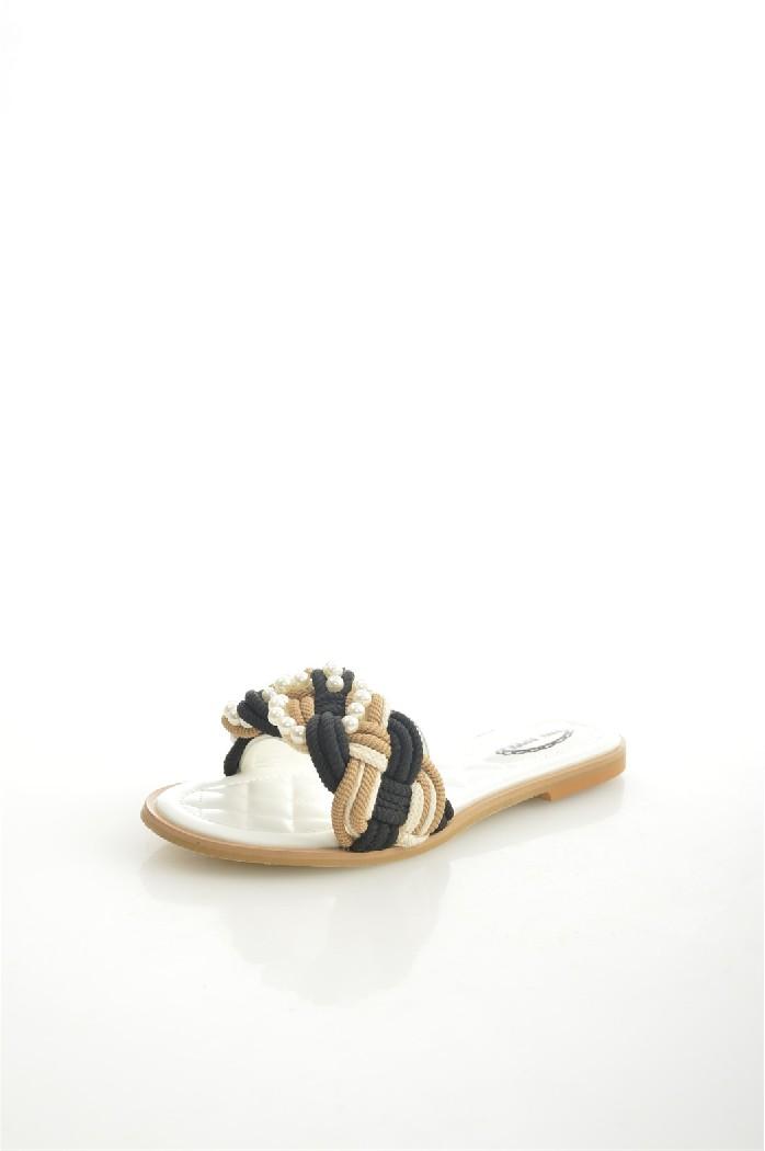 Сабо Vita RiccaЖенская обувь<br>Цвет: белый<br> Материал верха: экокожа<br> Материал подкладки: экокожа<br> Материал стельки: экокожа<br> Материал подошвы: тунит<br> Высота каблука: 1,5 см<br> Уход за изделием: протирать губкой<br> <br> Страна дизайна: Италия<br><br>Высота каблука: 1.5 см<br>Материал: Эко-кожа<br>Сезон: ЛЕТО<br>Коллекция: Весна-лето<br>Пол: Женский<br>Возраст: Взрослый<br>Цвет: Разноцветный<br>Размер RU: 38