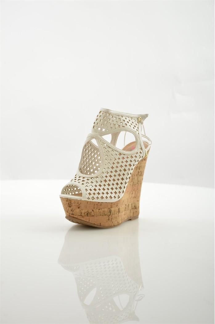Босоножки JUSTFABЖенская обувь<br>Цвет: белый<br> Состав: искусственная кожа<br> Параметры изделия: высота каблука - 15 см, высота платформы - 5 см<br> <br> Страна дизайна: США<br><br>Высота каблука: 15 см<br>Высота платформы: 5 см<br>Материал: Искусственная кожа<br>Сезон: ЛЕТО<br>Коллекция: Весна-лето<br>Пол: Женский<br>Возраст: Взрослый<br>Цвет: Белый<br>Размер RU: 39