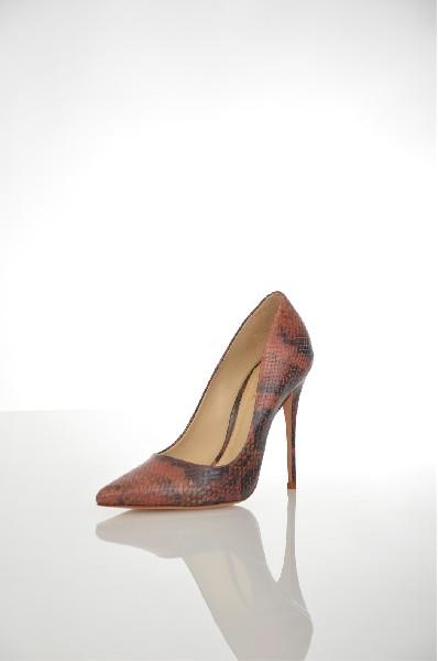 Туфли SchutzЖенская обувь<br>Туфли-лодочки от Schutz выполнены из натуральной кожи с тиснением под рептилию. Детали: заостренный мыс, подкладка из искусственной кожи, стелька из натуральной кожи, высокий каблук-шпилька.<br> <br> Цвет коричневый<br> Сезон Мульти<br> Коллекция Осень-зима<br> <br> Материал верха натуральная кожа<br> Внутренний материал искусственная кожа<br> Материал стельки натуральная кожа<br> Материал подошвы натуральная кожа<br> <br> Высота каблука 11 см<br> Страна: США<br><br>Высота каблука: 11 см<br>Материал: Натуральная кожа<br>Сезон: МУЛЬТИ<br>Коллекция: Осень-зима<br>Пол: Женский<br>Возраст: Взрослый<br>Цвет: Коричневый<br>Размер RU: 38