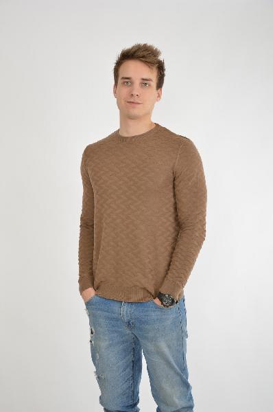 Burton Menswear London ДжемперДжемперы<br>Джемпер Burton Menswear London выполнен из тонкого эластичного текстиля коричневого цвета с оригинальным фактурным узором. Детали: прямой крой, круглый вырез, длинные рукава, манжеты и низ в рубчик.<br> <br> Состав 50% - Хлопок, 50% - Акрил<br> Длина по спинке 66 см<br> Длина рукава 65 см<br>Страна: Великобритания<br><br>Материал: Хлопок<br>Сезон: ВЕСНА/ОСЕНЬ<br>Коллекция: Осень-зима<br>Пол: Мужской<br>Возраст: Взрослый<br>Цвет: Коричневый<br>Размер INT: L