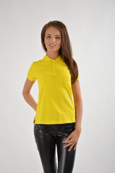 SELA ДжемперЖенская одежда<br>Желтая футболка-поло в спортивном стиле. Дополнит базовый весенне-летний гардероб, можно носить с шортами, светлыми брюками, короткими юбками.<br>&amp;lt;div&amp;gt;<br>Материал: 95% Хлопок, 5% эластан<br>Страна: Россия<br>&amp;lt;/div&amp;gt;<br><br>Материал: Хлопок<br>Сезон: МУЛЬТИ<br>Коллекция: Весна-лето<br>Пол: Женский<br>Возраст: Взрослый<br>Цвет: Желтый<br>Размер INT: M