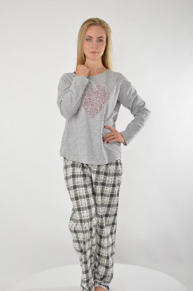 Пижама VENCAЖенская одежда<br>Кофточка с принтом Сердце<br> Длинные рукава<br> Важная составляющая женского гардероба - одежда для дома. Именно здесь мы отдыхаем и набираемся сил, поэтому домашняя одежда должна быть максимально удобной и, конечно же, красивой. В прохладные дни сделайте выбор в пользу пижамы от VENCA. Комплект из кофточки с длинными рукавами и брюк покорит Вас своей изящностью и простотой. Однотонная футболка украшена очаровательным принтом в форме сердца, который придает ей модный вид. Актуальный рисунок в клетку на брюках привносит в комплект динамичность, а пояс на кулиске обеспечивает оптимальную посадку. Пижама от VENCA - идеальный выбор для сна и отдыха! Длина кофточки ок. 64 см, длина брючин с внутренней стороны ок. 76 см, ширина брючин внизу ок. 20 см.<br> <br> Материал: кофточка, 100% хлопок; брюки, 90% хлопок, 10% полиэстер<br>Страна: Испания<br><br>Материал: Хлопок<br>Сезон: МУЛЬТИ<br>Коллекция: Весна-лето<br>Пол: Женский<br>Возраст: Взрослый<br>Цвет: Серый<br>Размер INT: L