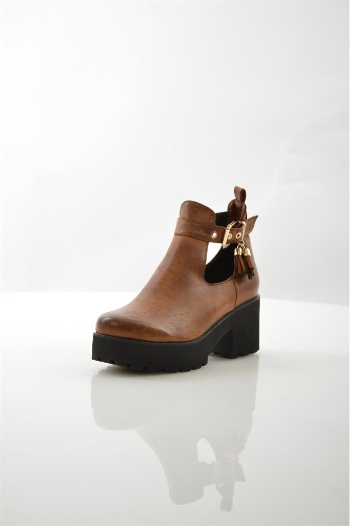 Ботинки ITEMBLACKЖенская обувь<br>Цвет: рыжий<br> Материал верха: велюр искусственный, кожа искусственная<br> Материал подкладки: мех искусственный<br> Материал стельки: мех искусственный<br> Материал подошвы: искусственный материал, рифленая<br> Сезон: зима<br> Высота голенища: 10 см<br> Высота каблука: скрытый, 9 см<br> Цвет и обтяжка каблука: коричневый, кожа искусственная<br> Местоположение логотипа: стелька<br> Уход за изделием: протирать губкой<br> <br> Страна: Италия<br><br>Высота каблука: 7 см<br>Высота голенища / задника: 10 см<br>Материал: Искусственная кожа<br>Сезон: ВЕСНА/ОСЕНЬ<br>Коллекция: Весна-лето<br>Пол: Женский<br>Возраст: Взрослый<br>Цвет: Коричневый<br>Размер RU: 38