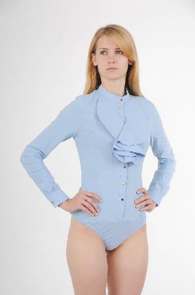 Isabel Queen БодиЖенская одежда<br>Состав: 70% хлопок, 26% полиэстер, 4% эластан<br><br><br> Особенности: Стильная рубашка - боди.<br><br><br> Страна дизайна: Италия<br><br><br> Страна производства: Италия<br><br>Материал: Хлопок<br>Сезон: ЛЕТО<br>Коллекция: Весна-лето<br>Пол: Женский<br>Возраст: Взрослый<br>Цвет: Голубой<br>Размер INT: M