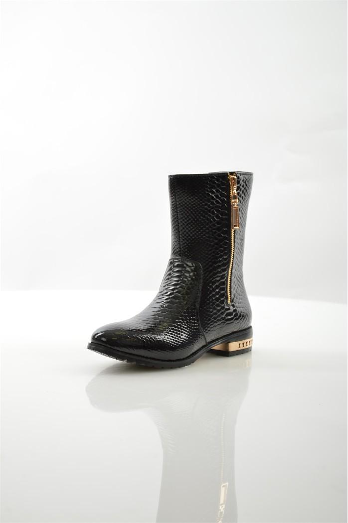 Полусапожки RidlstepЖенская обувь<br>Цвет: черный<br> Состав: искусственная лаковая кожа 100%<br> <br> Вид застежки: Молния<br> Материал подкладки обуви: Байка<br> Габариты предмета: высота подошвы: 1 см; высота каблука: 3 см<br> Материал подошвы обуви: ТЭП (термоэластопласт)<br> Материал стельки: байка<br> Сезон: демисезон<br> Пол: Женский<br> <br> Страна: Россия<br><br>Высота каблука: 3 см<br>Материал: Искусственная кожа<br>Сезон: ВЕСНА/ОСЕНЬ<br>Коллекция: Осень-зима<br>Пол: Женский<br>Возраст: Взрослый<br>Цвет: Черный<br>Размер RU: 37