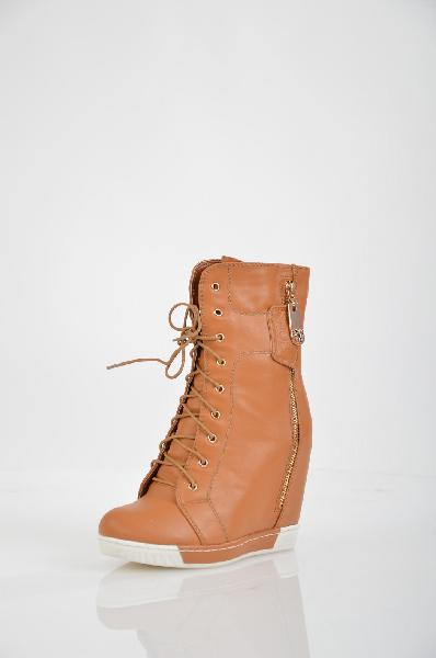 Полусапожки INARIOЖенская обувь<br>Цвет: светло-коричневый<br> <br> Состав: искусственная кожа<br> <br> Создайте интересный, крайне привлекательный образ с помощью такой обуви, как эти полусапожки. Изделие с закругленным мыском и застежкой на молнию. Обувь на устойчивой платформе. Модель декорирована вдоль молнией.<br> <br> Вид застежки Шнурки<br> Высота каблука Высокий, 12.0 см<br> Материал подкладки Байка<br> Высота платформы Cредняя, 2.2 см<br> Материал верха Искусственная кожа<br> Материал стельки Текстиль<br> Материал подошвы ТЭП (термоэластопласт)<br> Голенище Высота голенища, 14.0 см<br> Голенище Обхват голенища, 28.0 см<br> Форма мыска Классический мысок<br> Форма каблука Скрытая танкетка<br> Особенность материала верха Глянцевый<br> Декоративные элементы молния<br> Сезон демисезон<br> Пол Женский<br> Страна бренда Россия<br><br>Высота каблука: 12 см<br>Высота платформы: 2.2 см<br>Объем голени: 28 см<br>Высота голенища / задника: 14 см<br>Материал: Искусственная кожа<br>Сезон: ВЕСНА/ОСЕНЬ<br>Коллекция: Осень-зима<br>Пол: Женский<br>Возраст: Взрослый<br>Цвет: Коричневый<br>Размер RU: 37