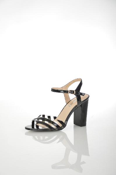 Босоножки INARIOЖенская обувь<br>Цвет: черный<br> <br> Состав: искусственная кожа<br> <br> Современный стиль и лаконичный дизайн - то, что выгодно отличает эту обувь. Классические босоножки на высоком каблуке. Удачный выбор для создания женственного и неповторимого образа.<br> Материал стельки Искусственная кожа, 100 %<br> Материал подошвы Резина, 100 %<br> Высота каблука Высота, 9 см<br> Материал подкладки искусственная кожа, 100 %<br> Сезон лето<br> Пол Женский<br> Страна Россия<br><br>Высота каблука: 9 см<br>Материал: Искусственная кожа<br>Сезон: ЛЕТО<br>Коллекция: Весна-лето<br>Пол: Женский<br>Возраст: Взрослый<br>Цвет: Черный<br>Размер RU: 37