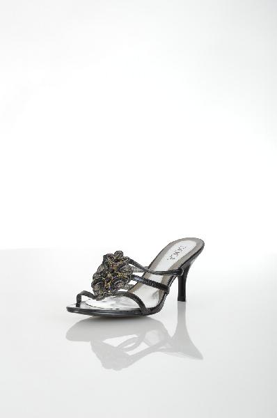 Сабо DocaЖенская обувь<br>Женские сабо на каблуке Doca черного цвета, выполнены из искусственной кожи и дополнены вышивкой из бисера спереди. Детали: внутренняя отделка и стелька из искусственной кожи.<br> <br> Материал верха искусственная кожа<br> Внутренний материал искусственная кожа...<br><br>Высота каблука: 8 см<br>Материал: Искусственная кожа<br>Сезон: ЛЕТО<br>Коллекция: (Справочник &quot;Номенклатура&quot; (Общие)): Весна-лето<br>Пол: Женский<br>Возраст: Взрослый<br>Цвет: Черный<br>Размер RU: 40