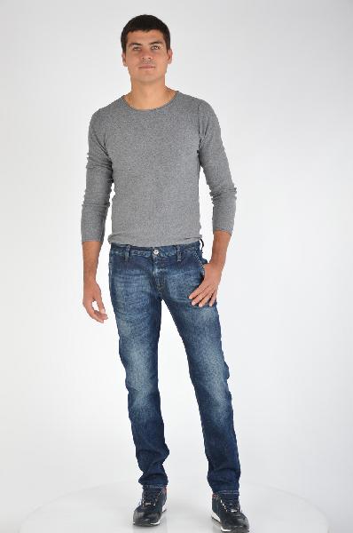 Джинсы GUESSДжинсы<br>Состав: хлопок 99%, эластан 1%<br><br>Стильные джинсы, выполненные из качественного материала. Модель с застежкой на молнию дополнена шлевками для ремня. Изделие оформлено удобными функциональными карманами. Идеальный вариант для мужчин, которые стремятся к созданию современного образа.<br>Вид застежки    Молния<br>Тип карманов    Втачные<br>Габариты предметов    Длина, 107.0 см<br>Брюки  шорты     Высота посадки, 23.0 см<br>Брюки  шорты     Длина по внутреннему шву, 83.0 см<br>Брюки  шорты     Ширина брючин верх, 28.0 см<br>Брюки  шорты     Ширина брючин низ, 18.0 см<br>Крой по посадке/FIT    Regular<br>Крой по брючине/LEG    Straight Leg<br>Плотность денима    Denim  Деним <br>Дизайнерские эффекты    Перманентные складки<br>Конструктивные элементы    Шлевки<br>Страна: США<br><br>Материал: Хлопок<br>Сезон: МУЛЬТИ<br>Коллекция: Весна-лето<br>Пол: Мужской<br>Возраст: Взрослый<br>Модель: ПРЯМЫЕ<br>Цвет: Синий<br>Размер INT: XL