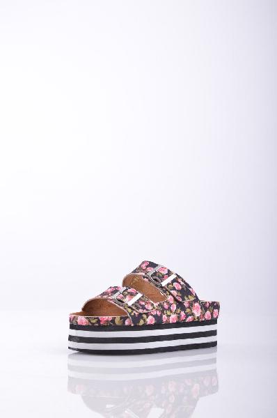 Сабо JEFFREY CAMPBELLЖенская обувь<br>Описание: Плотная ткань, без аппликаций, цветочный рисунок, пряжка, скругленный носок, резиновая подошва с тиснением<br> <br> Высота каблука: 6 см<br> Высота платформы: 5 см<br>Страна: США<br><br>Высота каблука: 6 см<br>Высота платформы: 5 см<br>Материал: Текстильное волокно<br>Сезон: ЛЕТО<br>Коллекция: (Справочник &quot;Номенклатура&quot; (Общие)): Весна-лето<br>Пол: Женский<br>Возраст: Взрослый<br>Цвет: Разноцветный<br>Размер RU: 38