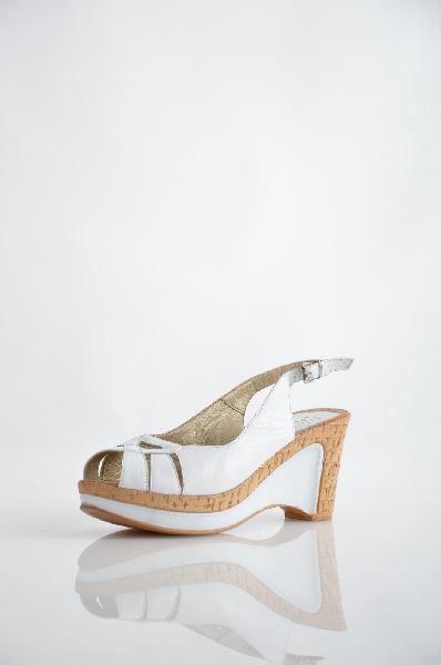 Босоножки PaarЖенская обувь<br>Цвет: белый<br> Материал верха: кожа натуральная<br> Материал подкладки: кожа натуральная<br> Материал стельки: кожа натуральная<br> Материал подошвы: тунит, гладкая<br> Параметры изделия: для размера 38/38: высота платформы 3 см, ширина носка стельки 8 см, длина стельки 25 см<br> Страна дизайна: Германия<br> Страна производства: Германия<br> Товар сертифицирован.<br><br>Высота платформы: 3 см<br>Материал: Искусственная кожа<br>Сезон: ЛЕТО<br>Коллекция: Весна-лето<br>Пол: Женский<br>Возраст: Взрослый<br>Цвет: Белый<br>Размер RU: 38