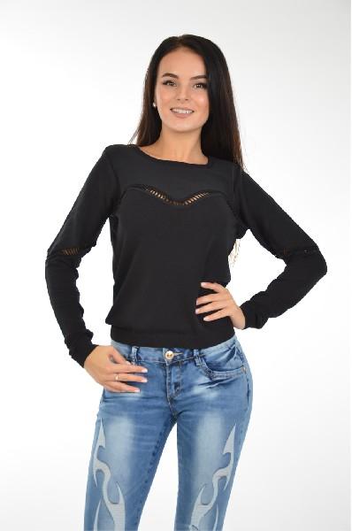 Джемпер AshЖенская одежда<br>Джемпер из тонкого плотного текстиля черного цвета от известного бренда Ash. Особенности: свободный силуэт, округлая горловина, эластичные резинки на манжетах и по низу, выделка с фактурным плетением.<br> <br> Состав Вискоза - 65%, Полиамид - 35%<br> Длина 53 см<br> Длина рукава 67 см<br> Цвет черный<br> Страна Италия<br> Сезон Мульти<br> Коллекция Весна-лето<br> Детали одежды плетение/косички<br><br>Материал: Вискоза<br>Сезон: МУЛЬТИ<br>Коллекция: Весна-лето<br>Пол: Женский<br>Возраст: Взрослый<br>Цвет: Черный<br>Размер INT: S/M