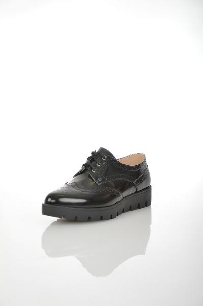 Ботинки MakflyЖенская обувь<br>Цвет: черный<br> <br> Состав: искусственная кожа 100%<br> <br> Материал верха искусственная кожа глянцевая.<br> <br> Высота каблука Высота, 1 см<br> Материал подкладки натуральная кожа, 0 %<br> Материал стельки натуральная кожа, 0 %<br> Материал подошвы ТПР, 0 %<br> Сезон демисезон<br> Пол Женский<br> Страна Россия<br><br>Высота каблука: 1 см<br>Материал: Искусственная кожа<br>Сезон: ВЕСНА/ОСЕНЬ<br>Коллекция: Осень-зима<br>Пол: Женский<br>Возраст: Взрослый<br>Цвет: Черный<br>Размер RU: 38