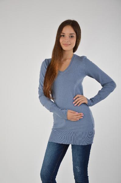 ДжемперЖенская одежда<br>Интересный свитер мягком серо-голубом цвете. Модель имеет удлиненный облегающий крой с V-образным вырезом. Практичное изделие в лаконичном исполнение. <br>Материал: 70% Хлопок, 30% полиамид<br>Страна: Германия<br><br>Материал: Хлопок<br>Сезон: ВЕСНА/ОСЕНЬ<br>Коллекция: Осень-зима<br>Пол: Женский<br>Возраст: Взрослый<br>Цвет: Синий<br>Размер INT: S