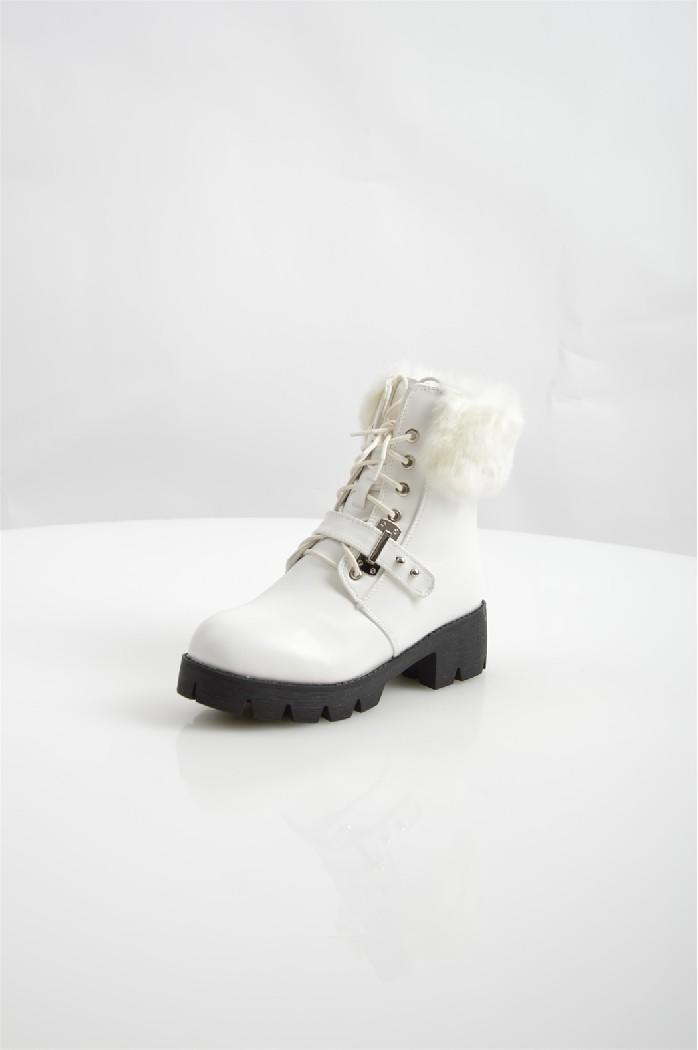 Полусапоги Donna ModaЖенская обувь<br>Детали: сбоку застежка на молнии, оторочка искусственным мехом, тракторная подошва из легкого полимера.<br> <br> Материал верха искусственная кожа, искусственный мех<br> Внутренний материал искусственный мех<br> Материал подошвы полимер<br> Материал стельки искусственный мех<br> Высота каблука 5 см<br> Высота голенища / задника 14.5 см<br> Высота платформы 3 см<br> Сезон зима<br> Цвет белый<br> Застежка на молнии<br> <br> :Страна: Россия<br><br>Высота каблука: 5 см<br>Высота платформы: 3 см<br>Высота голенища / задника: 14 см<br>Материал: Искусственная кожа<br>Сезон: ЗИМА<br>Коллекция: Осень-зима<br>Пол: Женский<br>Возраст: Взрослый<br>Цвет: Белый<br>Размер RU: 38