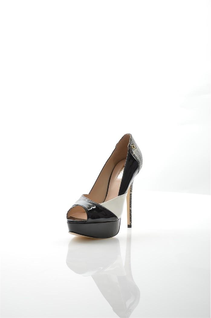 Туфли GUESSЖенская обувь<br>Цвет: черный<br> Состав: поливинил 100%<br> <br> Материал подкладки обуви: натуральная кожа<br> Габариты предмета: высота платформы: 3 см; высота подошвы: 1 см; высота каблука: 13 см<br> Материал подошвы обуви: искусственный материал<br> Материал стельки: натуральная кожа<br> Сезон: демисезон<br> <br> Страна: Соединенные Штаты<br><br>Высота каблука: 13 см<br>Высота платформы: 3 см<br>Материал: Поливинилхлорид<br>Сезон: МУЛЬТИ<br>Коллекция: Весна-лето<br>Пол: Женский<br>Возраст: Взрослый<br>Цвет: Разноцветный<br>Размер RU: 38