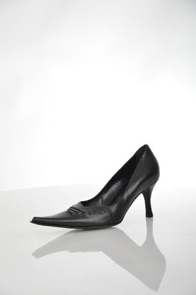 Туфли Giorgio FabianiЖенская обувь<br>Цвет: черный<br> Материал верха: натуральная кожа<br> Материал подкладки: натуральная кожа<br> Материал стельки: натуральная кожа<br> Материал подошвы: натуральная кожа, черного цвета, гладкая<br> Параметры изделия: для размера 37/37: толщина подошвы 0,5 см, ширина носка стельки 8 см<br> Уход за изделием: протирать губкой<br> Страна: Италия<br><br>Высота платформы: 0.5 см<br>Материал: Натуральная кожа<br>Сезон: ЛЕТО<br>Коллекция: Весна-лето<br>Пол: Женский<br>Возраст: Взрослый<br>Цвет: Черный<br>Размер RU: 37