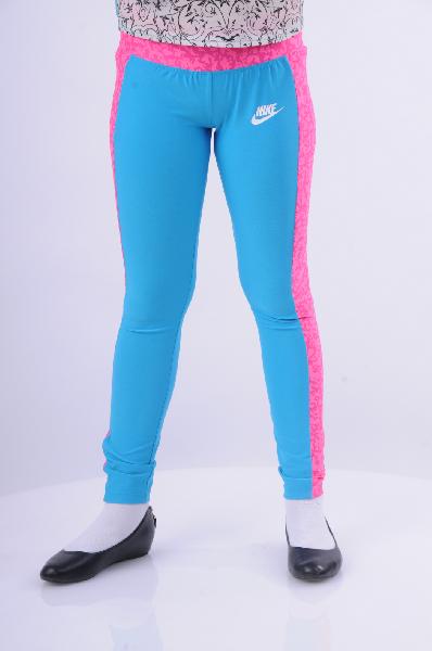 Брюки спортивные SEASONAL TIGHT YTH NikeОдежда для девочек<br>Обтягивающие спортивные брюки Nike выполнены из стрейчевого быстросохнущего материала голубого цвета с розовыми лампасами. Детали: зауженный крой, широкая резинка на талии.<br> <br> Состав Полиэстер - 88%, Эластан - 12%<br> Длина по боковому шву 83 см<br> Длина по внутреннему шву 65 см<br> Цвет голубой<br> Страна производства Вьетнам<br> Сезон Мульти<br> Коллекция Весна-лето<br> Детали одежды цветовые блоки<br> Ширина по низу 11 см<br> Страна: Германия<br><br>Материал: Хлопок<br>Сезон: ЛЕТО<br>Коллекция: Весна-лето<br>Пол: Женский<br>Возраст: Детский<br>Модель: ЛЕГГИНСЫ<br>Цвет: Голубой<br>Размер INT: M