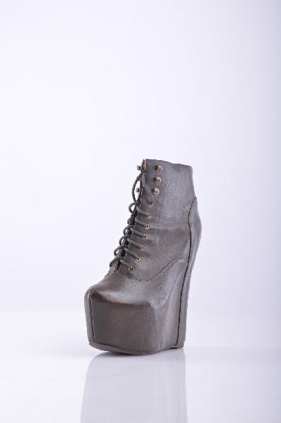 Ботильоны JEFFREY CAMPBELLЖенска обувь<br>Стильные полусапоги от JEFFREY CAMPBELL<br> Материал: Натуральна кожа, шнуровка<br> Высота каблука: 17 см<br> Высота скрытой платформы: 6 см<br>Страна: США<br><br>Материал: Натуральна кожа<br>Сезон: ВЕСНА/ОСЕНЬ<br>Коллекци: Весна-лето<br>Пол: Женский<br>Возраст: Взрослый<br>Цвет: Коричневый<br>Размер RU: 39