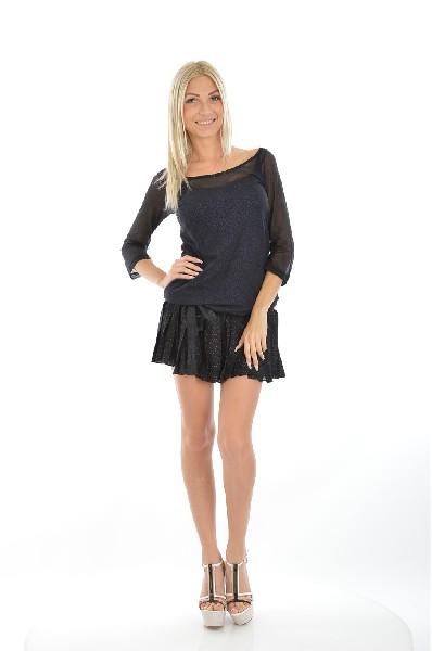 Платье COP.COPINEЖенская одежда<br>Платье в спортивном стиле, выполненное из качественных материалов. Цвет изделия сине-черный, длина выше колена. Верхняя часть изделия представлена в виде толстовки, а нижняя – в виде плиссированной мини-юбки. На бедрах расположен тонкий пояс.<br><br><br> Материал: 100% Хлопок<br><br><br> Подкладка: 100% Вискоза<br><br><br> Страна: Франция<br><br>Материал: Хлопок<br>Сезон: МУЛЬТИ<br>Коллекция: Весна-лето<br>Пол: Женский<br>Возраст: Взрослый<br>Цвет: Черный<br>Размер INT: M