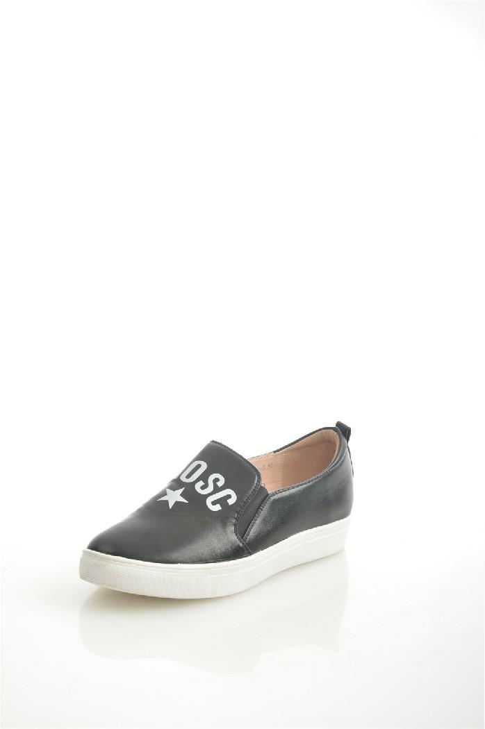 Слипоны Vita RiccaЖенская обувь<br>Цвет: черный<br> Материал верха: кожа искусственная<br> Материал подкладки: кожа искусственная<br> Материал стельки: кожа искусственная<br> Материал подошвы: искусственный материал, рифленая<br> Высота каблука: 2,5 см<br> <br> <br> Страна дизайна: Италия<br> Страна производства: Китай.<br><br>Высота платформы: 2.5 см<br>Материал: Искусственная кожа<br>Сезон: МУЛЬТИ<br>Коллекция: Весна-лето<br>Пол: Женский<br>Возраст: Взрослый<br>Цвет: Черный<br>Размер RU: 37
