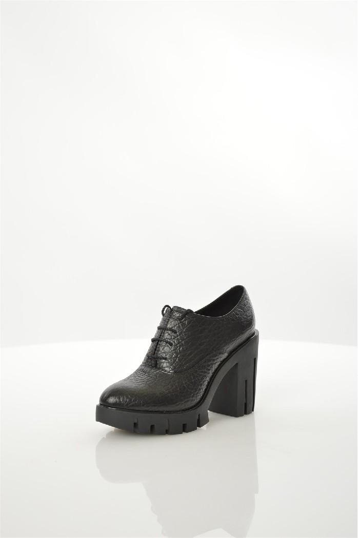 Ботильоны Just CoutureЖенская обувь<br>Ботильоны от Just Couture выполнены из натуральной кожи с тиснением.<br> <br> Материал верха: натуральная кожа<br> Внутренний материал: натуральная кожа<br> Материал стельки: натуральная кожа<br> Материал подошвы: резина<br> Высота каблука: 10.2 см<br> Высота платформы: 2.5 см<br> Цвет: черный<br> Сезон: Демисезон, Лето<br> Стиль: Повседневный<br> Коллекция: Весна-лето<br> <br> Страна: Италия<br><br>Высота каблука: 10 см<br>Высота платформы: 2.5 см<br>Материал: Натуральная кожа<br>Сезон: ВЕСНА/ОСЕНЬ<br>Коллекция: Весна-лето<br>Пол: Женский<br>Возраст: Взрослый<br>Цвет: Черный<br>Размер RU: 38